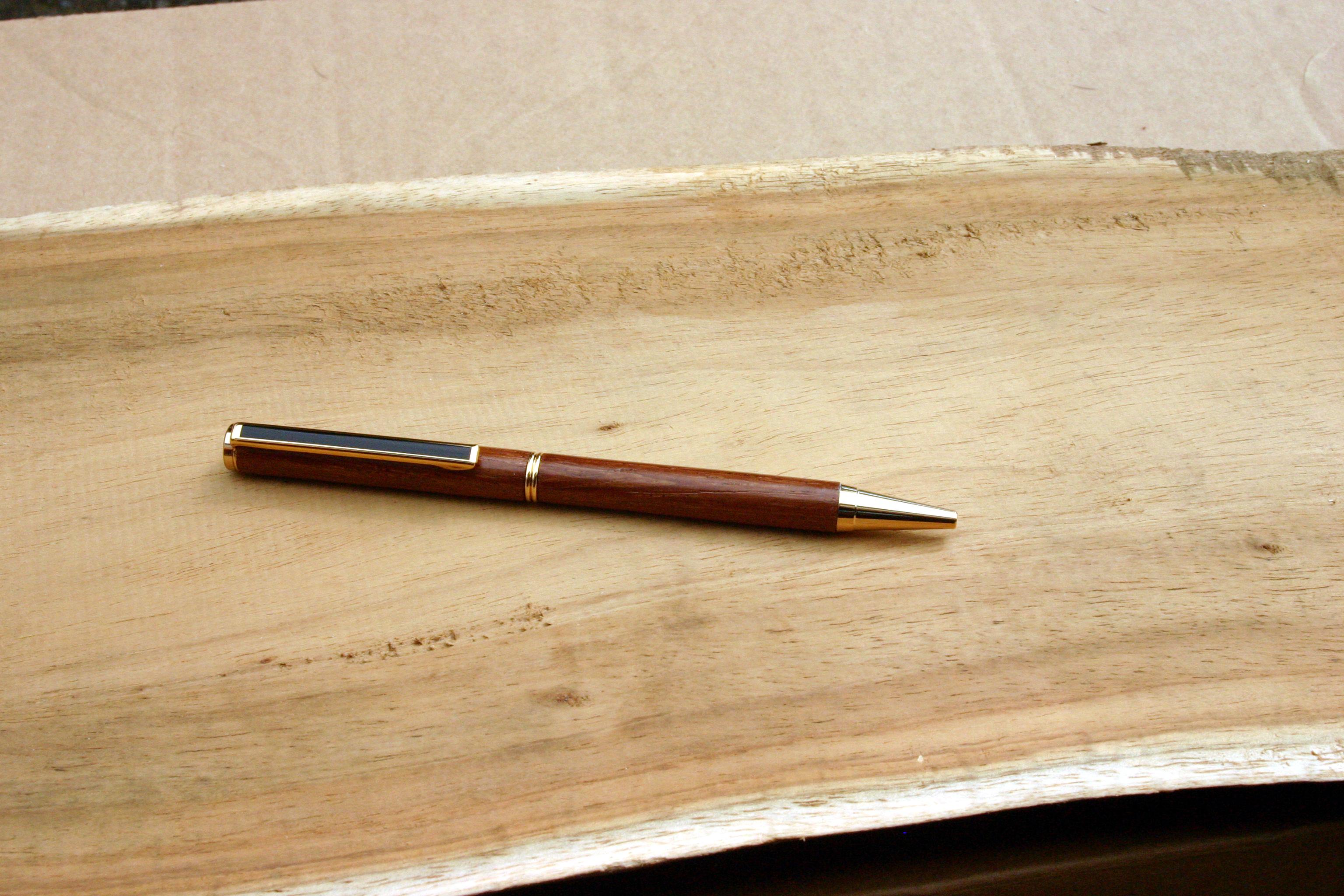 mes stylos en bois de toutes sortes meuble design cr ation. Black Bedroom Furniture Sets. Home Design Ideas